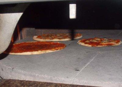 Ristorante-Pizzeria-la-Perla-Rosa-Sassari--preparazione-pizze.jpg3