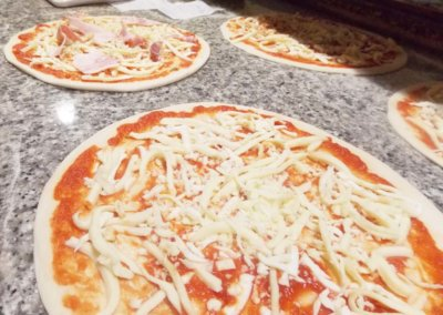 Ristorante-Pizzeria-la-Perla-Rosa-Sassari--preparazione-pizze.jpg6