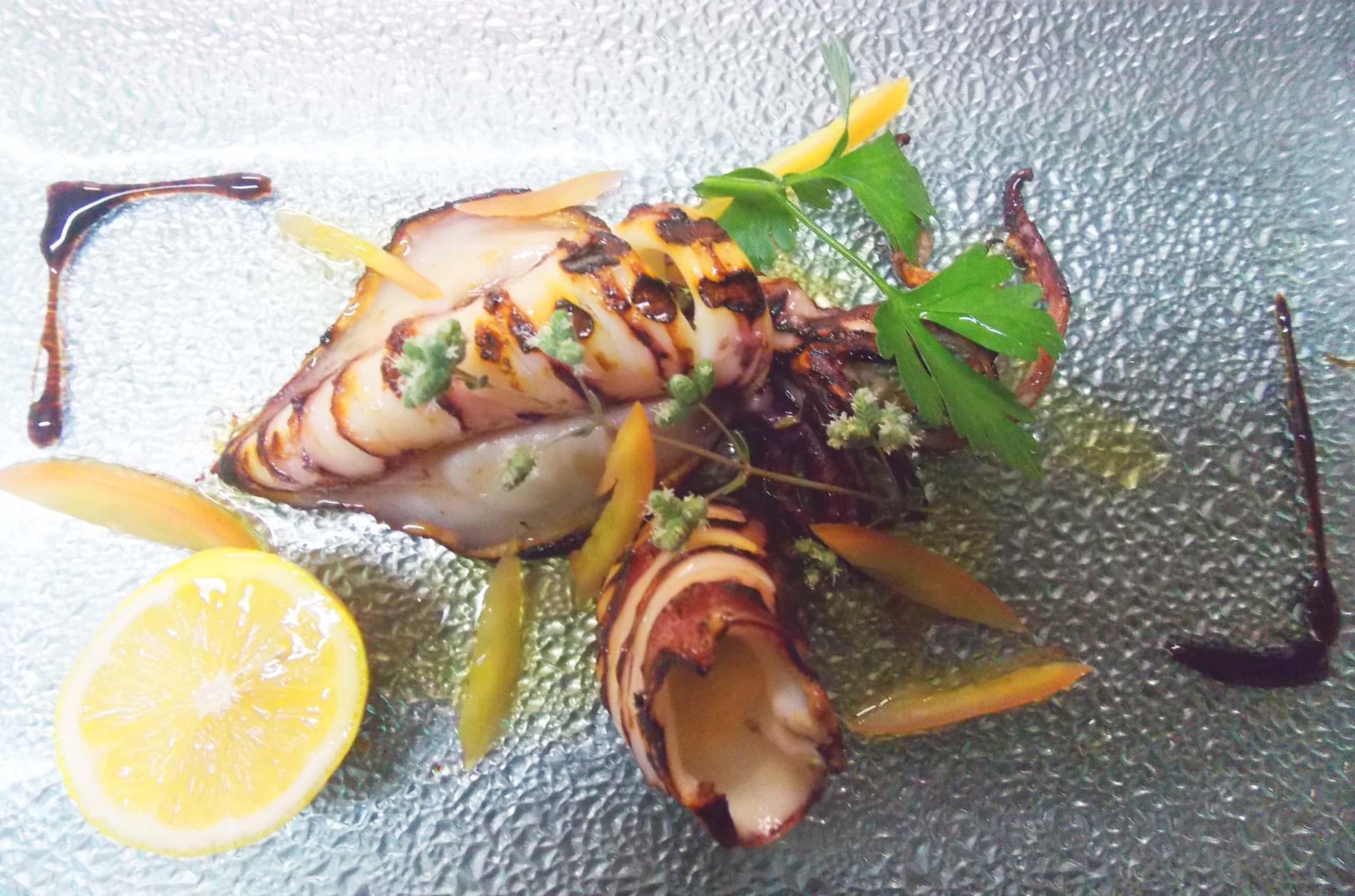 ristorante-pizzeria-La-Perla-Rosa-Sassari-gamberi-e-calamari-arrosto.jpg-3