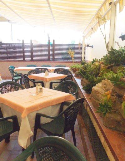 ristorante-pizzeria-La-Perla-Rosa-Sassari-sala-esterna-3